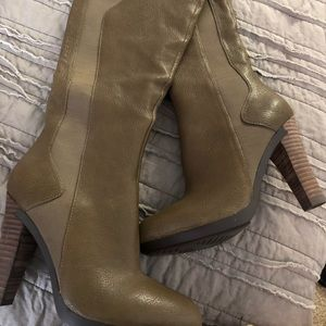 Shoes - BRAND-NEW leather stretchy heel boots!!